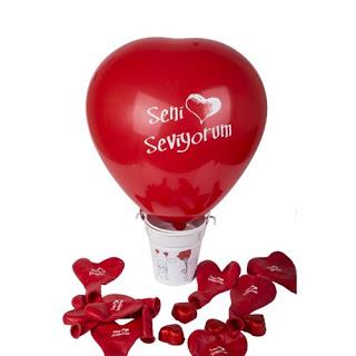 Sevgiliye balon sürprizi