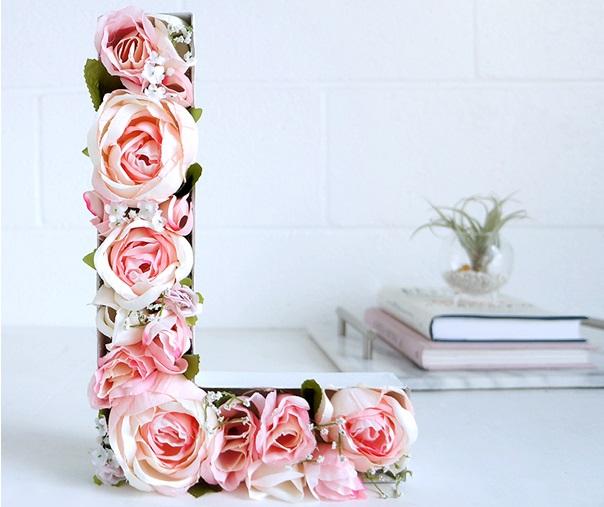Annenizin İsminin Baş Harfini Güllerle Yazın