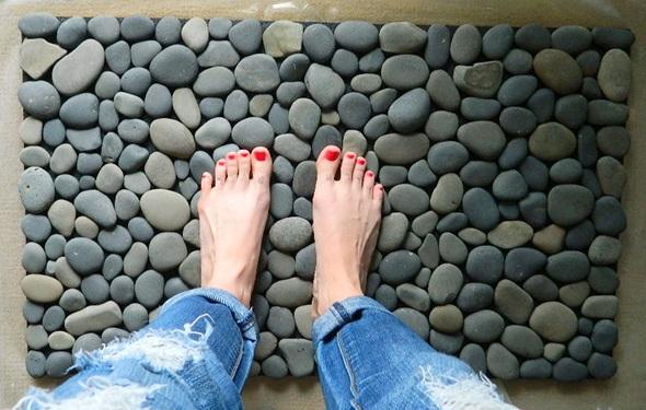 Taşlardan El Yapımı Banyo Paspası