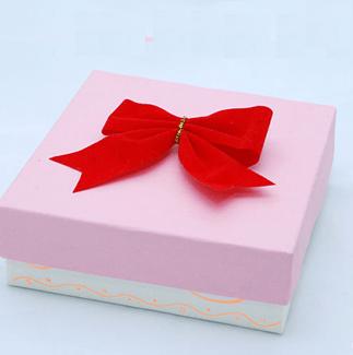 Sevgiliye hediye paketi hazırlama
